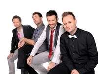Kabaret Skeczów Tęczących - Le groupe de cabaret polonais a été créé début 2003 à Kielce. Il a dirigé l'émission de