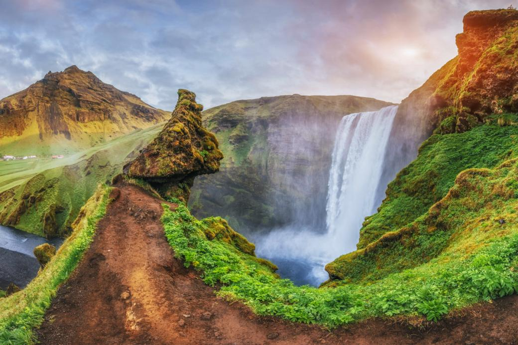 Iceland - holidays - Iceland is a country located in Northern Europe, on the island of Iceland and several smaller island