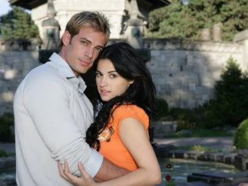 Don `t play with Angel - Marichuy (Maite Perroni) at the age of fourteen escapes from an orphanage and begins life on the str