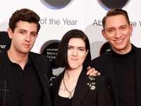 L'équipe xx - Groupe indie pop anglais fondé à Londres en 2005. Leur musique se caractérise par des parties voc