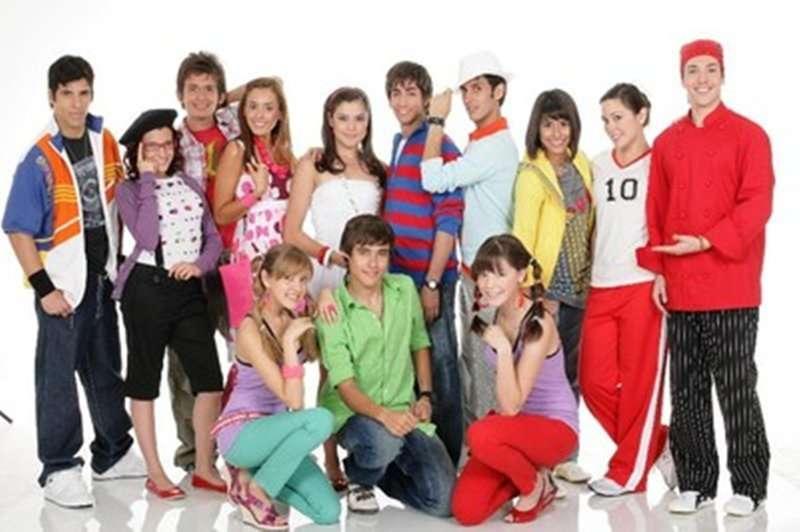 """Viva High School Musical - Dopo le feste Cristobal (Cristobal Orellana), il capitano della squadra di calcio della scuola """""""