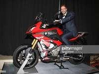 Уилям Леви на мотоциклет