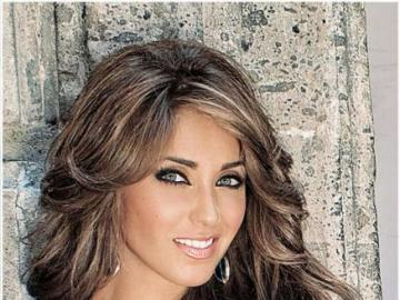 Mia Colucci Annie - Mia Colucci (Anahi) - daughter of an influential textile potentate. Lied to her father, she thinks h