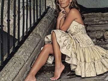 Annie Mia Colucci - Mia Colucci (Anahi) - Tochter eines einflussreichen Textilpotentaten. Sie hat ihrem Vater ein Lied g