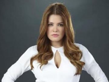 Alejandra Lazcano - Alejandra a eu son premier rôle principal en 2004 dans le feuilleton Tormenta de pasiones, dirigé