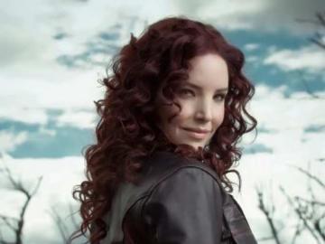 Virna Flores - Zaczęła grać w telewizji w operach mydlanych bogatego i kochającego Vicky Serrano Peru. Następn
