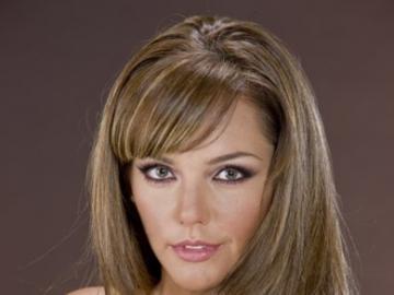 Amairani Romero - Amairani urodził się 6 kwietnia 1970 roku w Mexico City w Meksyku. Jest córką aktorki Anabel Gut