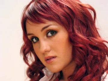 Robert - Diablica RBD - Hija de la famosa cantante pop Alma Rey. Forzada por su padre, ella va a la escuela Elite Way. Rober