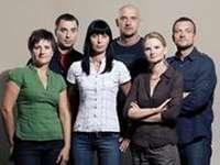W11 FAKULTAT FÖR UNDERSÖKNING - Ett karakteristiskt inslag i serien är skådespelarna för amatörskådespelare. Serien hedrades me