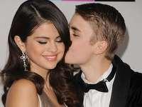 Selena Gomez och Justin - Selena Marie Gomez är en amerikansk sångare, skådespelerska och producent. Efter att ha uppträtt