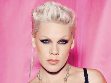 Pink - chanteur - ECIA Beth Moore (née le 8 septembre 1979), connue sous le nom de professionnellement rose (connue s
