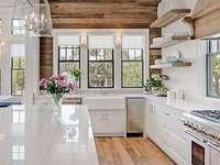 Stylowa biała kuchnia