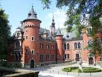 Pałac w Pławniowicach. - Świetnie odnowiony pałac.