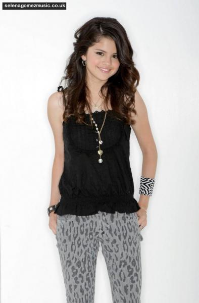 Selena Gomez - Hechiceros