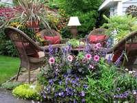 charmante hoek in de tuin