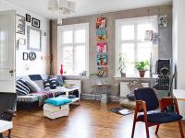 Amplia sala de estar - Kolorowe dodatki w salonie