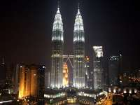 Petronas Tower 22s - Petronas Towers. Pppppeetrona towers pertoosna towers. Petronas Towejs są takie cuulllll :D.