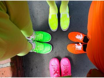 Ropa y zapatos de neón - Los colores neón son hermosos. En particular, azul y verde.