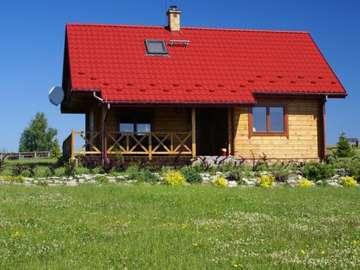 Una casa solitaria - Drewniany dom z tarasem