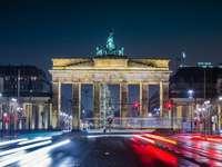 Πύλη του Βρανδεμβούργου - Γερμανία Βερολίνο κατά τη διάρκεια της νύχτας