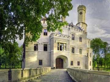 Castelul cu o groapă - Castelul din Karpniki după renovare