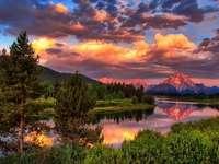felhők, tó, fák, hegyek
