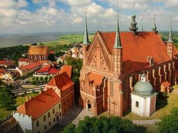 În culori roșii - Biserici și clădiri joase