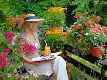 Señora en el balcón - Miły odpoczynek w kwiatach