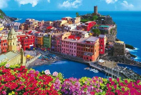 Kolorowa Italia - Vernazza to jedno z najbardziej malowniczych miasteczek włoskiego regionu Cinque Terre. Niegdyś, w