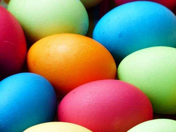 ovos de páscoa coloridos - Tente arrumar os ovos de Páscoa (5×5)