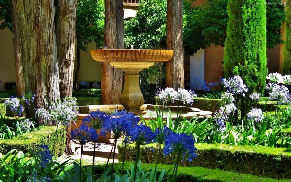 Garten, Brunnen, Blumen, Baeum