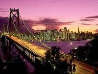 osvětlené město - a tak se město dívá v noci