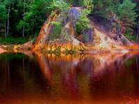 lac colorat din Munții Ore