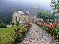Ortodox kyrka i dimman