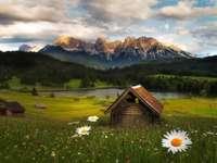 υπέροχο τοπίο - Ορεινό τοπίο που βλέπει από το λιβάδι