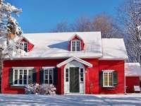 Εξοχικό σπίτι στο χειμερινό τοπίο