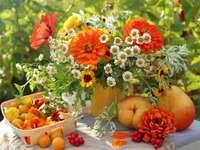 inpiracja kwiatowa - letnie kwiaty w wazonie