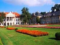 Palast in Kozłówka - Pałac w Kozłówce powstał w XVIII wieku dla Michała Bielińskiego, ale okres swej największej �