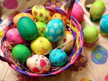 uova pascaline - colorat uova di pasqua