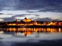 panorama Torunia - miasto,rzeka,światło.odbicie w Wiśle