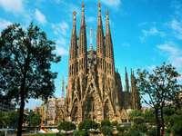 Испания има столица Мадрид - Подредете испанската сграда