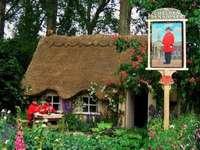 В английската провинция - Миниатюра на къща в английската провинция