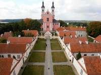 Pe râul Wigry - Biserica și clădirile fostei mănăstiri camaldolese