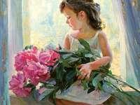 langharige meid - met een boeket roze pioenrozen