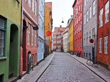 Köpenhamnsgata - hus, färgstarka, fönster, dörrar, skyltar
