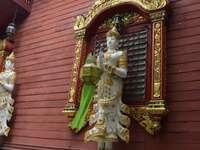 Capela India de pe clădire