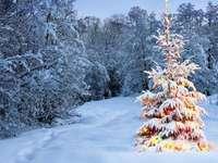 λαμπερό χριστουγεννιάτικο δέντρο