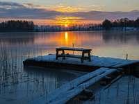 inverno sul lago - Widoczek. Molo, Stół, drzewa, słońce, jezioro, Visualizza.