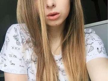 Sylwia Lipka - Sylwia Maria Lipka (ur. 12 grudnia 1996 w Katowicach[1]) – polska wokalistka, wideoblogerka i prez