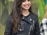 sofia carson - Sofía Daccarett Char, znana jako Sofia Carson (urodzona 10 kwietnia 1993[1][2]), jest amerykańską